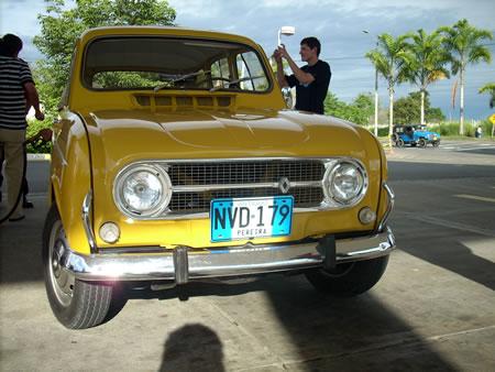 Piolín, primer Renault 4 con placas de antíguo (foto: www.carrosyclasicos.com)