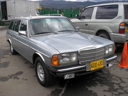 Carros y clasicos mercedes benz w123 1976 1986 for Mercedes benz colombia